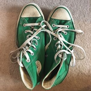 Well loved Kelly Green converse